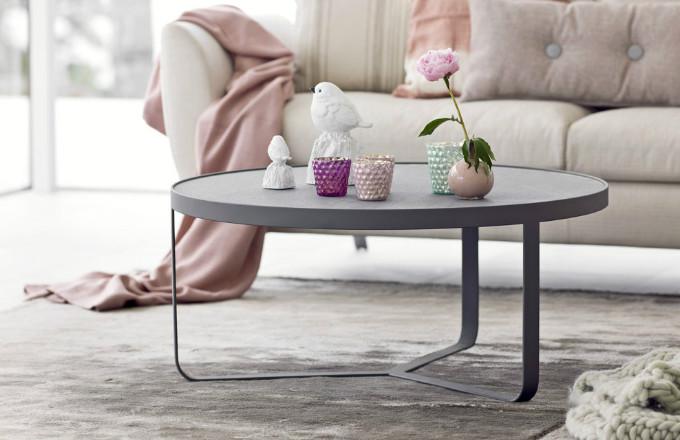 Konferenční stolek Detroit, kovová základna, povrchová úprava mat a vysoce odolná HPL deska, výška 40 cm, Woodpoint, cena 20 610 Kč, www. casamoderna.cz