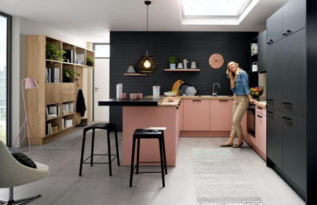 Růžová je pro kuchyně velmi pěknou barvu - zvláště v moderním vzhledu, jako je zde zobrazen.