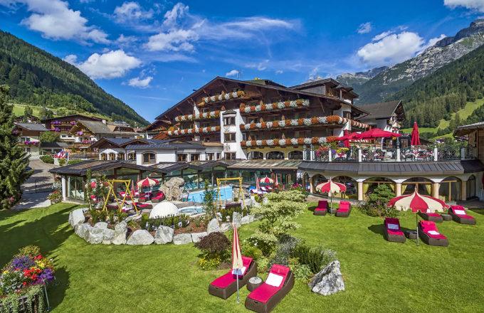SPA hotel Jagdhof je zasazen do údolí Stubai ve výšce 1 000 metrů nad mořem