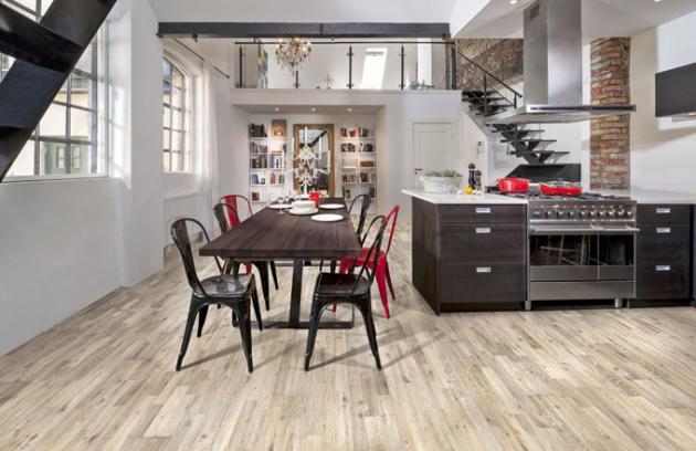 Třílamelová podlaha Götaland (Kährs), ručně škrábaný, katrovaný, přírodním olejem ošetřený povrch, cena od 1 646 Kč/m2, www.kpp.cz