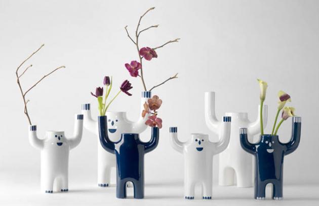 Šťastně vyděšené porcelánové vázičky
