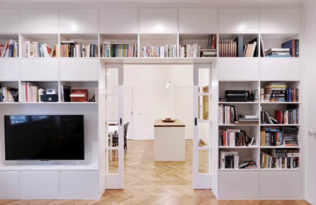 Vybavení interiéru je v jemných přírodních barvách