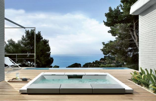 Zápustný bazén Seaside 640 se systémem Hydrosilence, součástí polštáře pro odpočinek, chromoterapie, 258 x 225 cm, Teuco, cena od 814 591Kč, www.designbath.cz