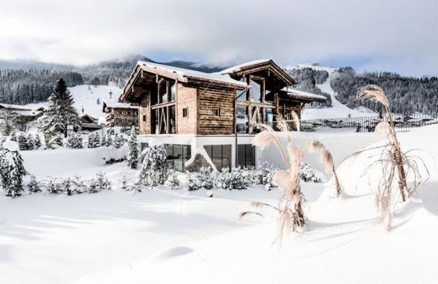 Puradies neboli čistý ráj, tak by se dal přeložit designový hotel a prázdninový resort, který leží v alpském středisku Leogang v Rakousku.