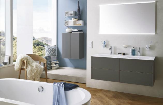 Nová elegantní řada koupelnového nábytku Laguna Highline 300, praktické řešení úložných prostor, čelní a boční plochy šedá mat, integrovaný systém výsuvu s tlumením, Duscholux, cena od 33 600 Kč, www.duscholux.com