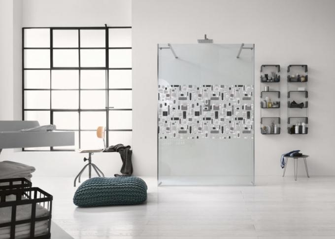 Otevřený sprchový kout Walk In Seventies, typ walk in, dvě boční krátké zástěny a dvě vzpěry, transparentní bezpečnostní sklo 0,8 cm, 200 x 120 cm, Inda, cena 40 758 Kč, www.designbath.cz