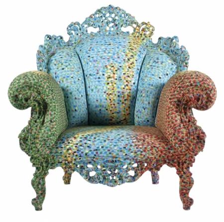 Venkovní varianta křesla Proust je vyrobena z odolného polyetylenu a dostupná v sedmi různých odstínech