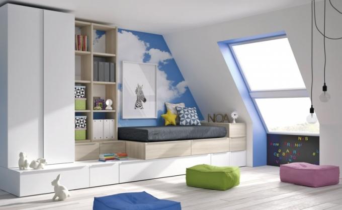 Příklad praktického řešení úložných prostorů v dětském pokoji, nábytek Infinity 11, součástí postele přídavné lůžko, JJP, cena 94 334 Kč, www.space4kids.cz