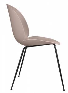 Novinka Beetle vyniká pohodlným sedákem avyšší opěrkou inspirovanými anatomií brouka, design GamFratesi, Gubi, cena 8090Kč, www.designville.cz