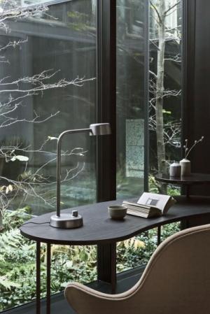 HK1, ručně leštěný hliník, výška 45 cm, O 15 cm, design Harri Koskinen, tradition, cena 8 390 Kč, www.designville.cz