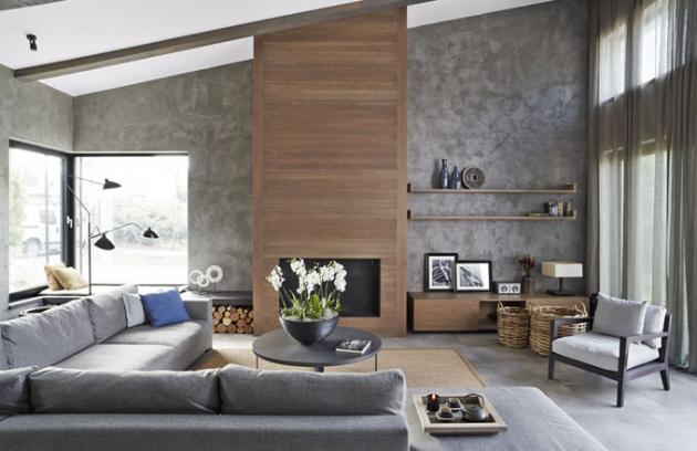 Obývacímu pokoji dominuje dřevem obložená krbová vložka. Na sedací soupravu s hloubkou 120 cm se pohodlně usadí i početná návštěva