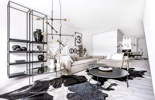 Vzdušnost interiéru vtiskuje skandinávská barevnost a odlehčený nábytek. Ležérní a hřejivý vzhled mu propůjčují lněné textilie, hovězí kožešiny, květináče z palmových kmenů a další dekorace zemitých struktur