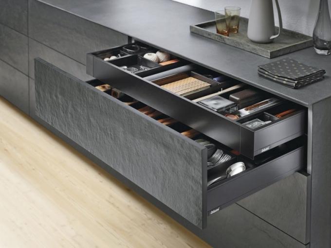 Systém vnitřního kování BoxPlan z série Legrabox specifický štíhlým designem, Blum, cena na dotaz, www.blum.cz