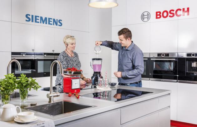 Meyerovi jsou nositeli doslova encyklopedických znalostí, pokud jde o spotřebiče Bosch a vaření vůbec. Stačí s nimi strávit pár minut a hned víte, že máte co do činění s kuchaři tělem i duší