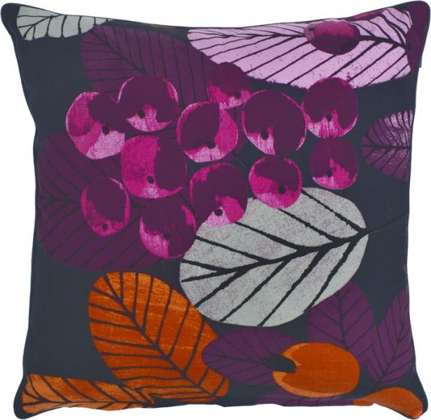 Povlak Ruusunmarja na polštář s motivem větvičky šípku, 100 % bavlna, 45 x 45 cm, design Liina Harju,