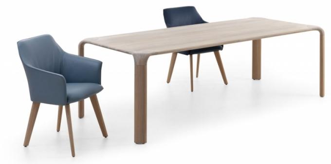 Křivky rohů jídelního stolu Aurelio jsou ukázkami mistrovského řemeslného zpracování