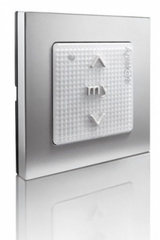 Součástí systému inteligentní domácnosti TaHoma od společnosti Somfy je také kontrola nad osvětlením, dostupná je varianta ovládání jakékoliv žárovky přes inteligentní objímku – lze domontovat do lampy, nebo přes inteligentní zásuvku dostupnou také v provedení vhodném do exteriéru, systém TaHoma je také plně kompatibilní s osvětlením Philips Hue, www.somfy.cz