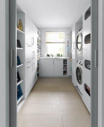 Od lahví, nástrojů, třídění plastů, čisticích prostředků, mytí a sušení je tu místo pro všechno!