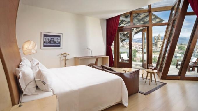 """Navrhl jsem takové pokoje, ve kterých bych sám chtěl bydlet,"""" říká Frank Gehry"""
