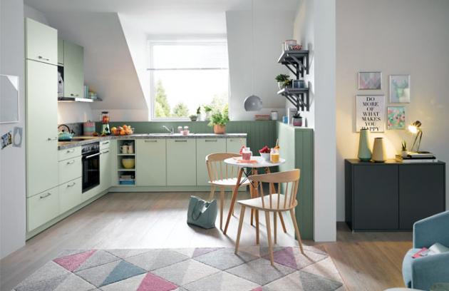 Barvy pastelové řady jsou tak vzdušné! Svěžího, přirozeného vzhledu této malé kuchyně BIELLA je dosaženo díky pastelově zelené barvě.