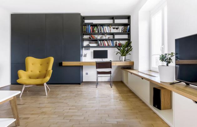 Při řešení úložných prostor využijte kompletní plochu stěny od podlahy po strop a kombinujte uzavřené skříně s otevřenými poličkami. Výsledek bude působit méně robustně.