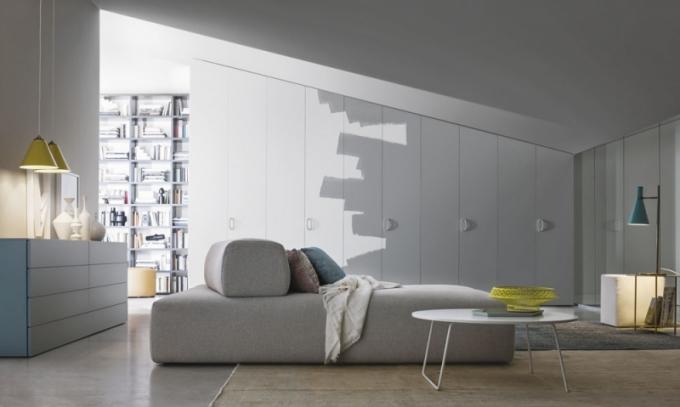 Dveře Alfa Intono jsou navrženy tak, aby je bylo možné natřít stejnou barvou, jako okolní stěny, s nimiž díky tomu dokonale splyne, Novamobili, cena od 17 280 Kč/bm, www.casamoderna.cz