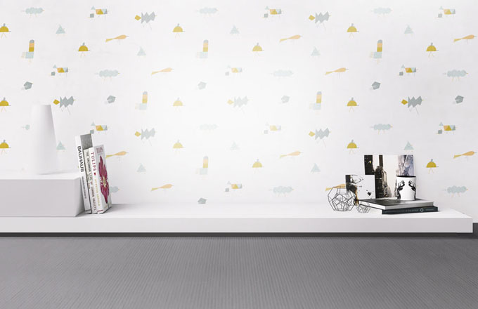 Vliesová tapeta s grafickou stylizací ptáků March of the Birds, pruhy v délkách 2,5, 3 a 4 m a v šířce 0,75 m, design Veronika Zacharová, cena na dotaz, www.ta-pe-ty.cz