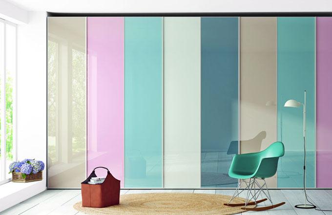 Řada skříní A1 s klasickými dveřmi, výběr z několika barevných variant, lze potisknout také vlastní grafi kou, typové či atypické rozměry o výšce max. 255 cm, Lagrama, skříň v základním vybavení, cena od 8 460 Kč, www.onespace.cz