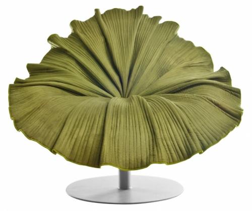 Křeslo Bloom je inspirováno jemností okvětních lístků, dokonalý vizuální efekt tvoří stovky jemných stehů na čalounění z mikrovlákna vycházející ze středu sedadla, konstrukce z oceli, 80 x 70 x 80 cm, design Kenneth Cobonpue, Kenneth Cobonpue, cena 71 550 Kč, www.kennethcobonpue.com