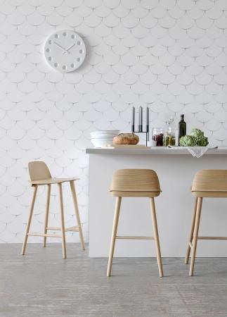 Tapety z kolekce Front vytvářejí efektní stínované vzory, které imitují tkané tapety z dob minulých, vlies bez PVC, barvy na vodní bázi, Engblad Co, cena 1 990 Kč, www.designville.cz