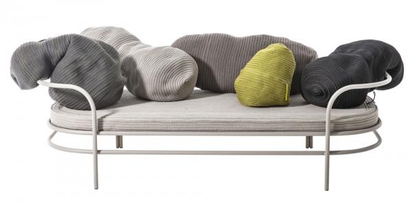 Pohovka Triclinium je oslavou všech způsobů, jakými používáme sedací nábytek v každodenním životě, vhodná je také do venkovních prostor, Moroso, cena na dotaz, www.konsepti.com