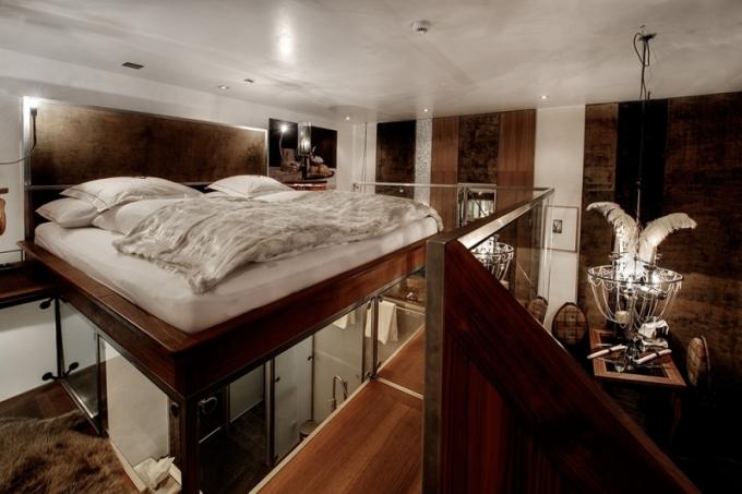 """I """"standardní dvoulůžáky"""" působí velice luxusním dojmem, mají balkón, krb na bio ethanol a většina z nich i výhled na Matterhorn."""