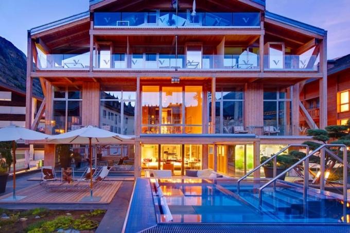 Stavba je dílem místního rodáka, architekta Heinze Julena
