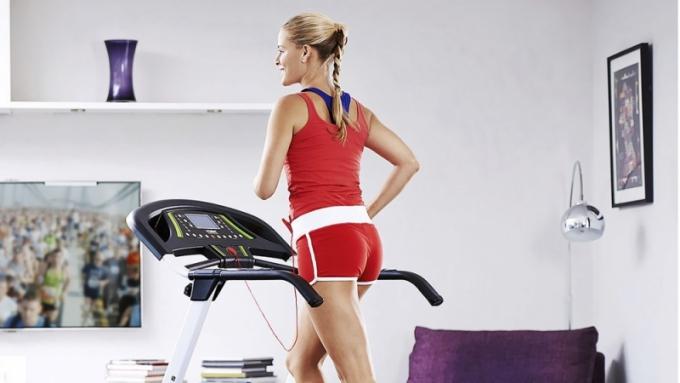 Běžecký pás York Fitness 120 Folding, vhodný pro začátečníky a mírně pokročilé, 13 přednastavených programů, rychlost od 1,0 do 16 km/hod., LCD displej, běžecká plocha 120 x 41 cm, max. nosnost 110 kg, York Fitness, orientační cena 11 975 Kč, www.yorkfitness.com