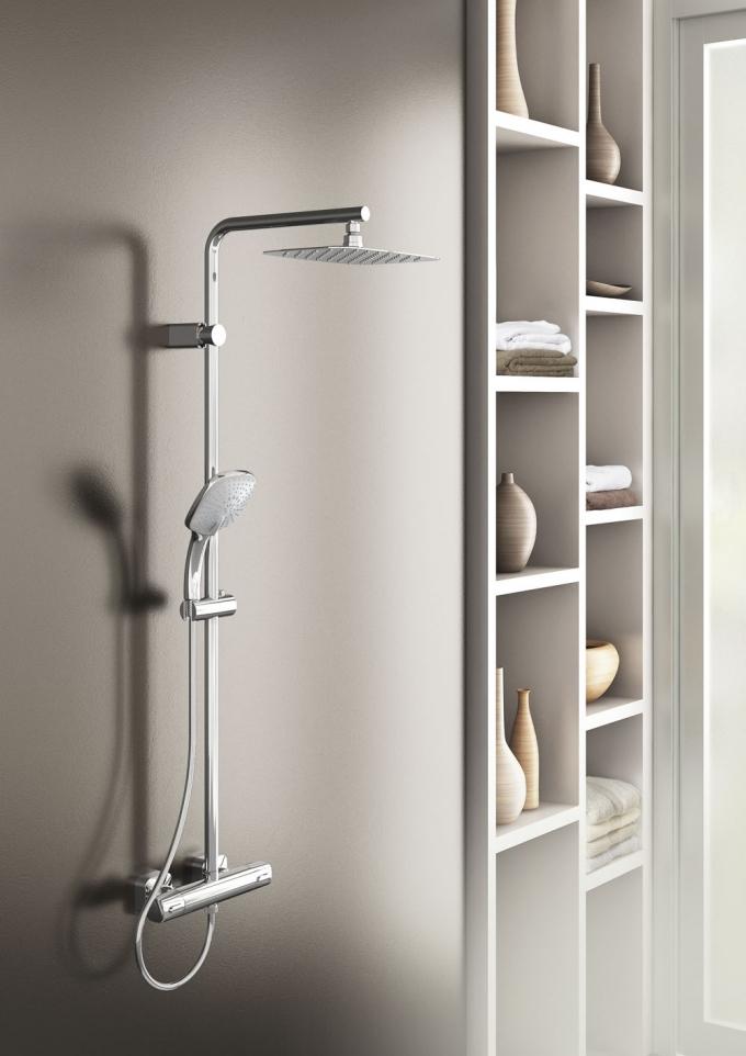 Idealrain Luxe je termostatický sprchový systém s ultraplochou hlavovou sprchou, cena 23 813 Kč, www.idealstandard.com