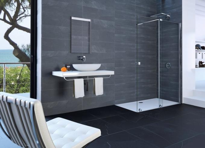 Sprchový kout Xtensa pure kombinuje výhody walk-in řešení a posuvných dveří, Hüppe, cena (podle velikosti) od 31 600 Kč, www.perfecto.cz