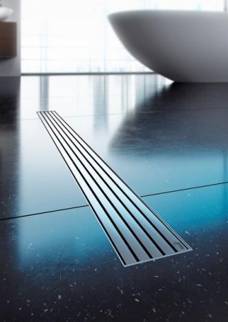 Sprchový žlab APZ13, cena 3 340 Kč, designový rošt Stream o délce 750 mm, cena 2 200 Kč, www.alcaplast.cz
