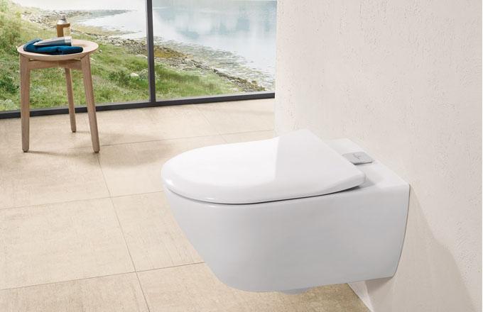 Aktuální bude stále svěže voňavá a čistá toaleta. To dokáže zajistit například systém ViFresh od společnosti Villeroy a Boch, který je nenápadně integrovaný do keramiky za sedátkem. Stačí jednoduše otevřít kryt, vložit standardní parfémovaný blok nebo WC gel a potom si jen po každém spláchnutí užít vůni a čistotu.