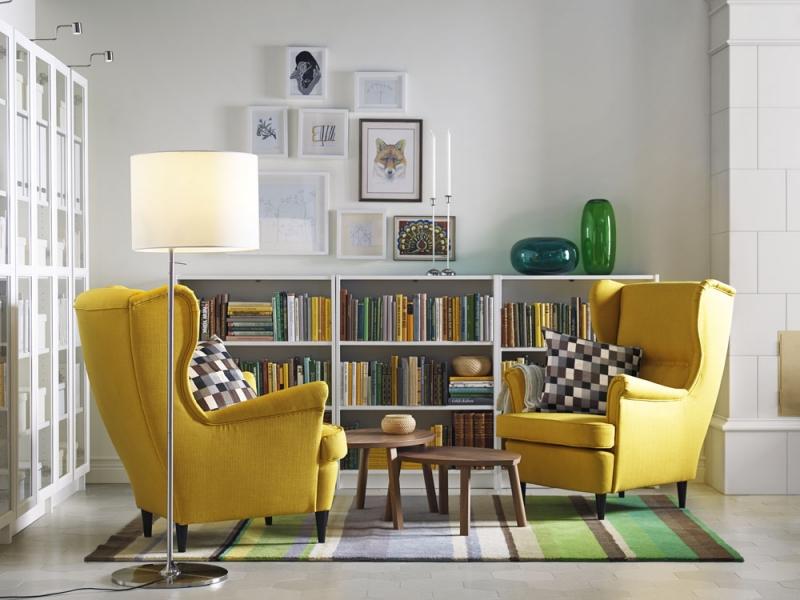 Na design křesla z padesátých let navazuje Ikea novým pohodlným ušákem Strandmon, potah 100% polyester, cena 4 990 Kč, www.ikea.cz