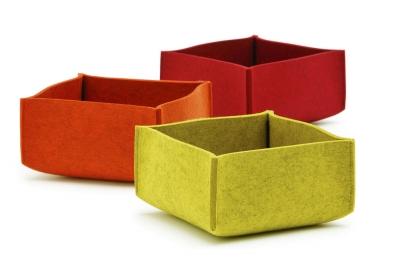 Košík na chléb, tloušťka plsti 0,5 cm, 22,5 x 22,5 x 10 cm, design Bernadette Ehmanns, Hey-sign, cena 1 803 Kč/3 ks, www.sunix.cz