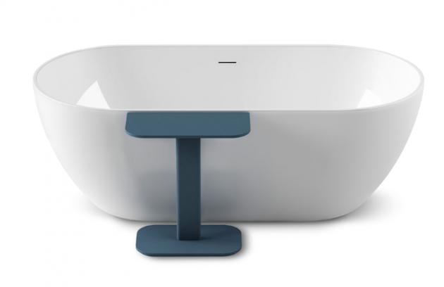Odpočinková koupel u kavárenského stolku