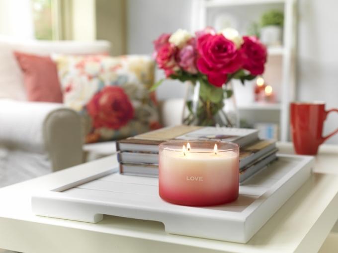 Limitovaná edice dárkově balených svíček s vyznáním pro nejmilovanější a nejdůležitější osoby našeho života.