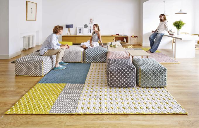 Koberec Silai je z kolekce designérky Charlotte Lancelot pro značku GAN, součástí kolekce jsou i vzájemně kombinovatelné pufy a polštáře, ceny na dotaz, www.onespace.cz