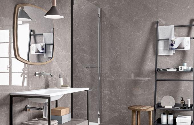 Dokonalé imitace mramoru kolekce Exdra vrozměrech až 100 x 300 cm anový odstín Rain gray představila značka Cotto d´Este, www.cottodeste.it
