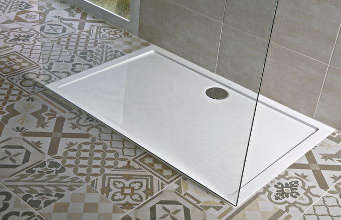 Sprchová vanička Padana z litého mramoru, snadná údržba, odolnost proti opotřebení i UV záření, 1 000 x 800 mm, výška 3 cm, Jika, cena 8 440 Kč, www.jika.cz