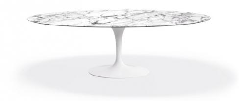 Jídelní stůl Saarinen, laminátová základna a mramorová deska, O 107 cm, design Eero Saarinen, Knoll, cena cca 212 000 Kč, www.konsepti.com