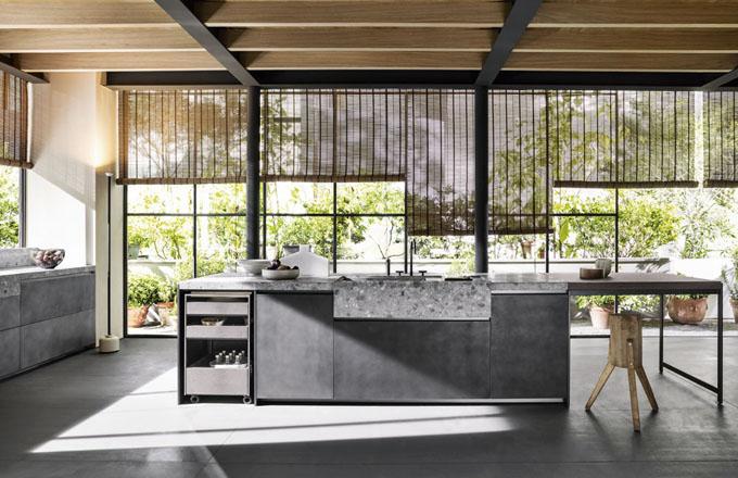 Kuchyňský koncept VVD s pracovní deskou a dřezem z mramoru, design Vincent Van Duysen, Dada, cena na dotaz, www.cskarlin.cz