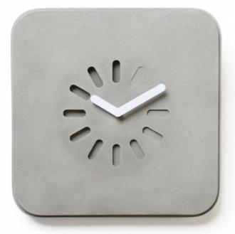 Hodiny Life in progress je možné zavěsit na stěnu i využít jako stojací, 28 x 28 x 8 cm, design Bertrand Jayr, Lyon Beton, cena 2 530 Kč, www.lyon-beton.com
