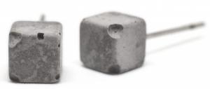 Betonové náušnice od Jakuba Velínského jsou ruční práce, každý kus je proto originál, O 0,5 cm, 500 mg, design Jakub Velínský, BYJV, cena 800 Kč, www.jakubvelinsky.cz