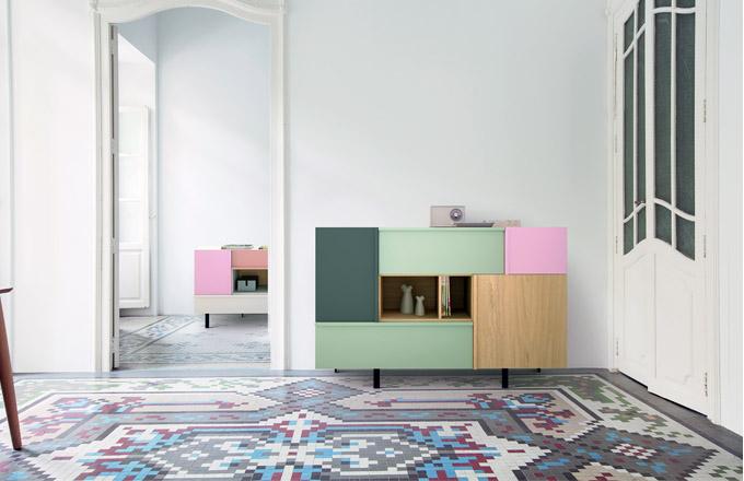 V zajímavých barevných kombinacích se vyrábí komoda Amber značky Megamobiliario, přírodní dýha, 160 x 90 x 44 cm, cena 33 420 Kč, www.onespace.cz